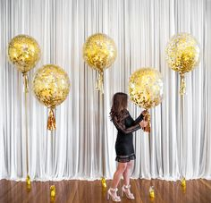 Gold Luxury Glamorous Confetti Balloons for a Wedding #Gold #Luxury #Lux #Goldballoons #Confettiballoons #Confetti #Weddingideas #Adelaideweddings #Adelaideballoons #Classy #Elegant #Balloons #Wedding #Decor #Partydecor #Confettigoldballoons #PuffandPop