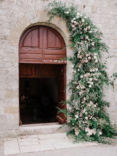 Photography: http://www.gianlucaadovasio.it/   Floral design: http://www.instagram.com/larosacaninafirenze/?hl=en   Read More: https://www.stylemepretty.com/vault/image/6707733