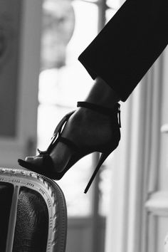 if more women would just wear these shoes, the world would be that much more beautiful! Black White Photos, Black And White Photography, Tap Shoes, Dance Shoes, Shoes Heels, Stiletto Heels, High Heels, Stilettos, Talons Sexy