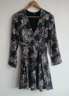 Kup mój przedmiot na #vintedpl http://www.vinted.pl/damska-odziez/krotkie-sukienki/17018542-czarna-biala-sukienka-hm-hm-rozkloszowana-print-wzor-34-xs