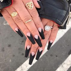 Black is a commonly used color in nail art designs. Many people have tried black nail art designs. Black can be used alone or in combination with any other color. Black can be used on nails of any shape. Black coffin nails and black Stiletto nails ar Aycrlic Nails, Dope Nails, Nails On Fleek, Stiletto Nails, Gorgeous Nails, Pretty Nails, Black Acrylic Nails, Long Black Nails, Black Nail Tips