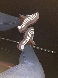 Night Mode For Nike Air Oh my gosh shoes. Sneaker Heels, Souliers Nike, Sneakers Fashion, Fashion Shoes, Nike Air Shoes, Aesthetic Shoes, Fresh Shoes, Hype Shoes