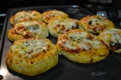 Easy Mini Pizza Muffins - get on the muffin tin train!