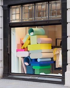 Colourful new window installations in London, Seoul, Copenhagen, Los Angeles and Hong Kong. Artist Sophie Smallhorn's sculptural creations…