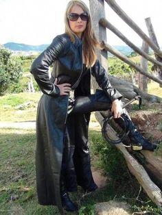 Raincoats For Women Rainy Days Long Leather Coat, Black Leather Gloves, Leather Trench Coat, Leather Pants, Trench Coats, Best Rain Jacket, Rain Jacket Women, Leder Outfits, Raincoats For Women