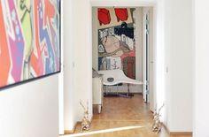 Un piso decorado con mucho arte