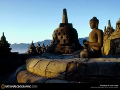 Borobudur, a UNESCO World Heritage Site. It is the largest Buddhist temple in (Mahayana Buddhist monument). Located in Magelang, Central Java, Indonesia. Borobudur Temple, Buddhist Temple, Temple Bali, World Heritage Sites, National Geographic, Tourism, Amazing Places, Buddha Statues, Wanderlust