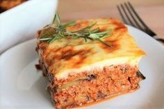 Moussaka Light Weight Watchers, a delicious Greek dish easy to make with eggplant, minced meat, toma Turkish Recipes, Greek Recipes, Low Carb Recipes, Vegetarian Recipes, Healthy Recipes, Ethnic Recipes, Weigth Watchers, Greek Menu, Wow Recipe