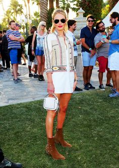 Celebs in Festival Fashion: Back in Kate Bosworth went with a cowboy-chic look at Coachella in a Western-inspired denim jacket, a white tunic mini-dress and incredible studded accessories. Coachella Festival, Festival Dress, Coachella Style, Coachella Shoes, Festival Looks, Festival Style, Hippie Look, Music Festival Fashion, Music Festival Outfits