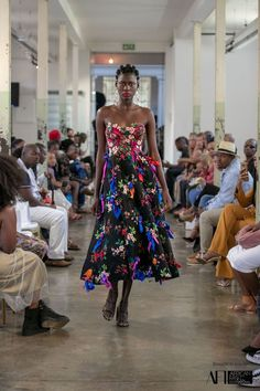 Khothatso Laurence Tsotetsi was born in Soweto, grew up in the Vaal, and is based in Pretoria. He began his fashion studies in 2009 and during this time started Tsotetsi KL. Tsotetsi KL showcased i… Strapless Dress Formal, Formal Dresses, Afro, Africa Fashion, Modern Fashion, Fashion Designers, Catwalk, Runway, African