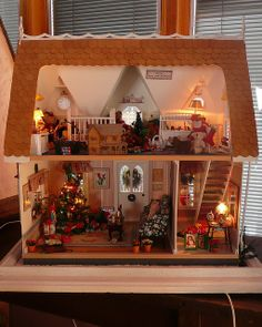 A Christmas Cottage by Jack English Christmas Room, Christmas Minis, Christmas Crafts, Christmas Decorations, Christmas Trees, Vitrine Miniature, Miniature Rooms, Miniature Houses, Orchid House