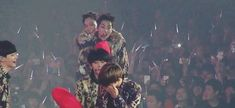 Xiumin forced to give Jongdae a piggyback ride 2/3