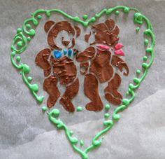 La technique permet de décorer toutes sortes de gâteaux, Bûches de Noël, l'écriture sur les biscuits ....etc... Quelle que soit la nature du biscuit (biscuit cuillère, joconde etc...) , la technique est toujours la même. INGREDIENTS Pour la pâte à décor...