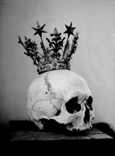 Discovered by Veronika. Find images and videos about black and white, goth and skull on We Heart It - the app to get lost in what you love. Memento Mori, The Wicked The Divine, Vanitas, Skull And Bones, Illustrations, Skull Art, Skull Head, Shinigami, Art Photography