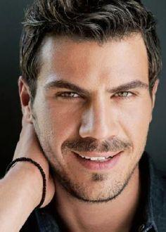 greek chef akis petretzikis Hello Gorgeous, Gorgeous Men, Beautiful Eyes, Beautiful People, Greek Men, Greek Gods, Myconos, Greek Music, Beard Styles For Men