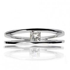 Bague double anneaux, diamant taille princesse serti en tension