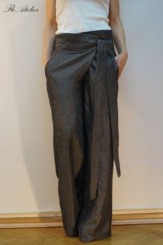 Discover recipes, home ideas, style inspiration and other ideas to try. Mode Outfits, Fashion Outfits, Womens Fashion, Grey Pants, Wide Leg Pants, Looks Style, My Style, Maxi Pants, Linen Pants