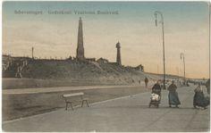 Boulevard met dames in Scheveningse dracht, v.l.n.r. de Gedenknaald en de Vuurtoren. ca 1910 JH Schaefer, Amsterdam, nr. S 225 #ZuidHolland #Scheveningen