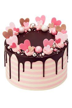 Fluttering Hearts Drip Cake | www.peggyporschen.com
