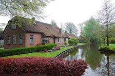 Giethoorn Holland, the village without roads only canals and bike trails