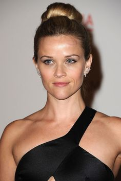 Reese Witherspoon's Updo Bun: Fab or Drab? | GossipNOT