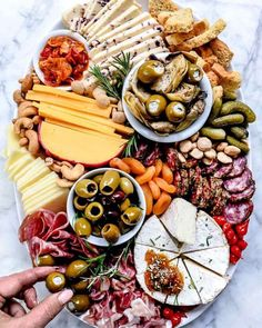 What is a charcuterie board? Charcuterie boards are not only a Christmas party favorite, they contain a combination of cheeses, meats and ni. Charcuterie And Cheese Board, Charcuterie Platter, Cheese Boards, Meat Platter, Charcuterie Recipes, Platter Board, Antipasto Platter, Cheese Board Display, Meat Trays