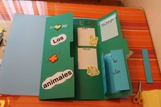 Maestra de Primaria: Cómo hacer un lapbook paso a paso. Tutorial. 3 Year Old Activities, Class Activities, Science For Kids, Science And Nature, Lap Book Templates, English Projects, Classroom Language, Interactive Notebooks, Childhood Education