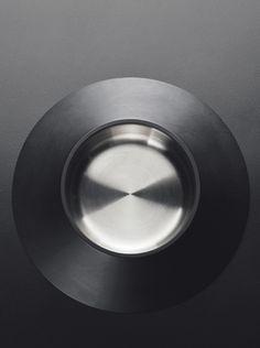 黑川雅之:金屬置物器
