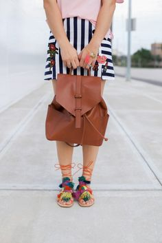 Why it's good to be a girl | Summer Chic look | Chic backpack | Pom-Pom Sandals…