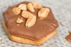 Erdnuss-Ingwer-Plätzchen - die geilsten Plätzchen der Welt! Wie der Name schon sagt, sind sie ein Traum. Ingwerscharfes Butterplätzchen trifft auf feinstes Butterplätzchen, mit geiler Erdnussbutterfüllung, einem schönen Vollmilchkuvertüreüberzug und als I-Tüfferlchen gesalzene Erdnüsse. Einfach genial geiler Geschmack.