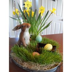 Gorgeous Fascinating Easter Holiday Decoration Ideas For Home. centerpieces Fascinating Easter Holiday Decoration Ideas For Home Diy Osterschmuck, Easy Diy, Easter Table Decorations, Table Centerpieces, Easter Centerpiece, Spring Decorations, Decoration Crafts, Flower Centerpieces, Grass Centerpiece