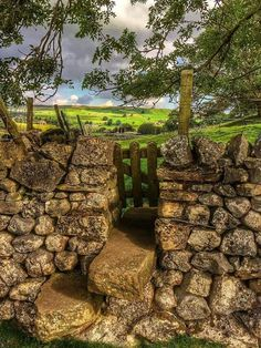 ❤️The Yorkshire Dales❤️ Stone Masonry, Dry Stone, British Countryside, Yorkshire Dales, England And Scotland, Toscana, Garden Gates, Nature Pictures, Country Fences