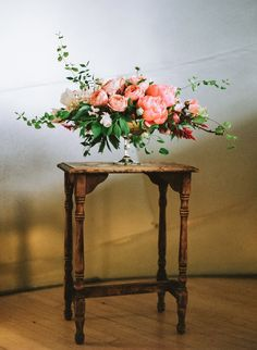 Modern Art-Inspired Styled Wedding Shoot. Photography: John And Lindsey Bamber - www.bamberphotography.com