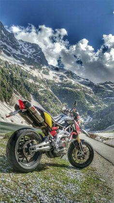 Wonderful shot of Aprilias Dorsoduro in the alps.