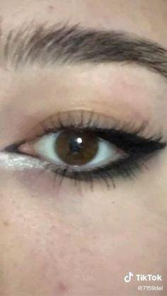 Grunge Makeup Tutorial, Makeup Tutorial Eyeliner, No Eyeliner Makeup, Skin Makeup, Eyeliner For Small Eyelids, Punk Makeup, Indie Makeup, Gothic Makeup, Grunge Eye Makeup