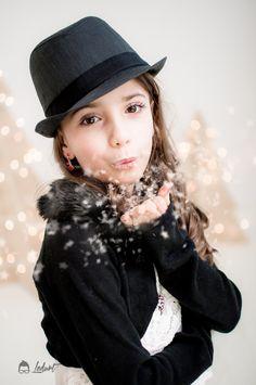 Ledurt // Yan Trudel est photographe et designer graphique à Gatineau, se passionnant pour la photographie; nouveau-né, maternité, enfant, boudoir, famille. Gatineau, Portrait, Children Photography, Boudoir, Designer, Winter Hats, Kids, Style, Fashion