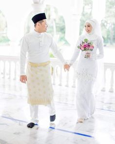 YEAR END SPECIAL PROMO 2018  CUSTOM BAJU NIKAH L/P (Ambil terus)  RM 1200 ( 5 slot terawal shj)  4 slot left 📢  #tyastouch… Malay Wedding Dress, Kebaya Wedding, Muslimah Wedding Dress, Muslim Wedding Dresses, Wedding Hijab, Wedding Poses, Wedding Photoshoot, Bridal Hijab, Wedding Costumes