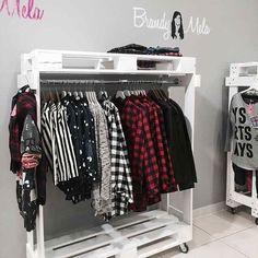 Like the DIY feel of these pallet retail display racks. Like the DIY feel of these pallet retail display racks. Ideas Armario, Diy Casa, Wooden Pallets, New Room, Pallet Furniture, Furniture Decor, Diy Home Decor, Bedroom Decor, Pallet Closet