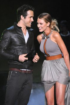"Blake Lively, who'd split with her ""Gossip Girl"" co-star Penn Badgley in September appeared on stage with Ryan Reynolds at the Spike TV Scream Awards on Oct. Blake And Ryan, Blake Lively Ryan Reynolds, Mode Blake Lively, Blake Lively Style Casual, Blake Lively Hair, Celebrity Couples, Celebrity Style, Celebrity News, Vanessa Abrams"