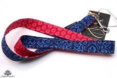 Schlüsselbänder der #Lieblingsmanufaktur: hier ein Schlüsselband in dunkelblau und rot - #lieblingsmanufaktur