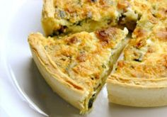 Cheesy Spinach and Bacon Quiche. This easy cheesy spinach quiche can be made ahead of time and reheated for later and is a crowd pleaser. A cheesy spinach and bacon quiche is a great way to share a great meal with good friends. Breakfast And Brunch, Breakfast Casserole, Best Breakfast, Breakfast Recipes, Breakfast Quiche, Breakfast Healthy, Healthy Eating, Bacon Breakfast, Healthy Breakfasts