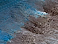 Erosion of the Edge of the South Polar Layered Deposits This image, an oblique view from NASA's Mars Reconnaissance Orbiter of the sloping edge of the stack of icy layers over the South Pole, has some interesting morphologies. Mars Surface, Below The Surface, Space Expedition, Mars Photos, Wow Photo, Nasa Missions, Life After Death, University Of Arizona, Sistema Solar