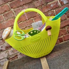 Use a colander as a kitchen gift basket. So cute! http://www.makeyourkitchensmile.com
