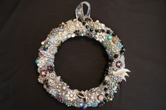 I finally made a vintage jewelry wreath :-) Love it <3