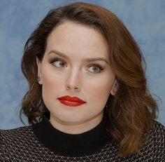 Daisy Ridley at the 'Star Wars: The Last Jedi' Press Conference on October Daisy Ridley, Rey Star Wars, Russian Beauty, Beautiful Actresses, Hot Actresses, Hollywood Actor, Girl Crushes, Cut And Color, Celebrity Crush
