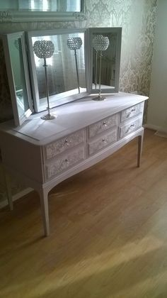 Vintage Shabby Chic Dressing Table/sideboard Stag Minstrel