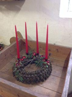 Christmas Wreaths, Christmas Crafts, Christmas Decorations, Xmas, Advent Candles, Advent Wreath, Pine Cone Crafts, Christmas Aesthetic, Nature Decor