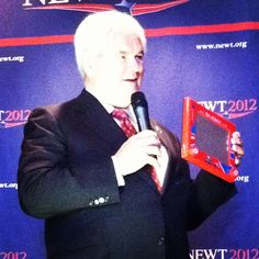 "Newt Gingrich with an Etch A Sketch, via Politico reporter @GingerGibson. It was a ""Cars"" themed Etch A Sketch"