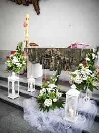Image with lanterns First Communion Decorations, Christening Decorations, Church Wedding Ceremony, Wedding Ceremony Decorations, Wedding Flower Inspiration, Wedding Flowers, Church Flowers, Altar Decorations, Arte Floral