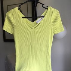 💚Great Lime Green Top💚 Love this! I wish it fit! Great for spring. Wear it with jeans for a casual look. Dress it up with a skirt and sandles. Liz Claiborne Tops